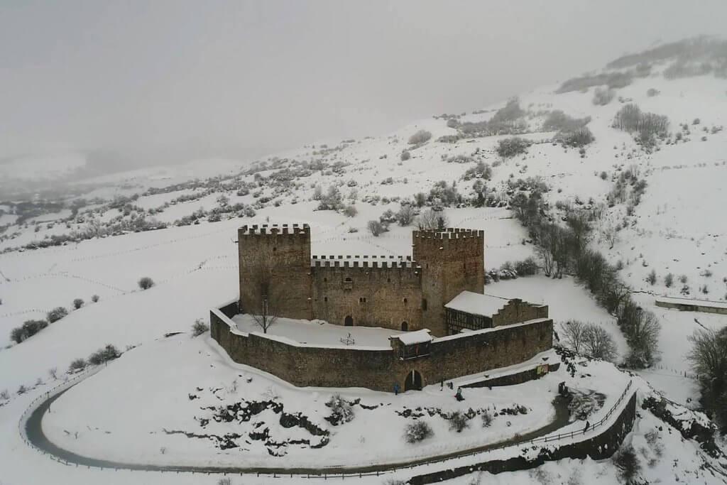 Castillo de Argüeso con nieve